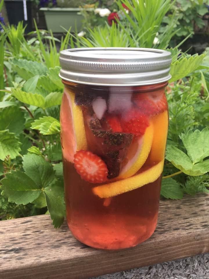 strawberry lemonade with tea